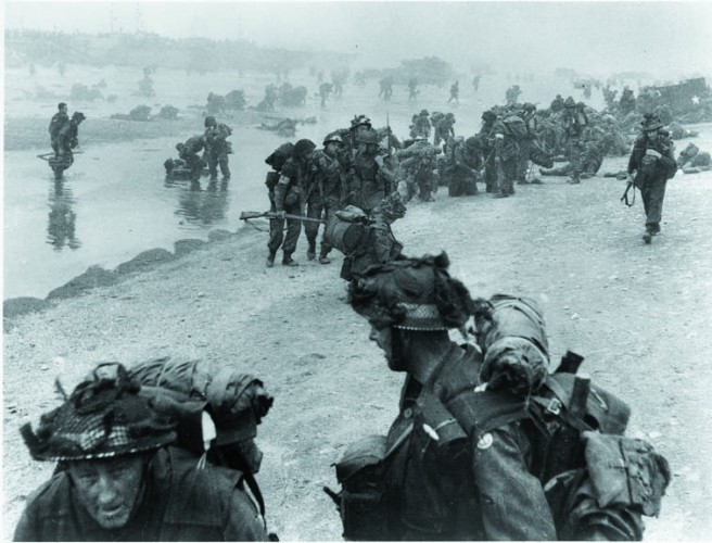 British Infantry land at Sword Beach at Ouistreham MM6791-195